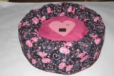 zc-dogbows-bed-pink-bow-bed